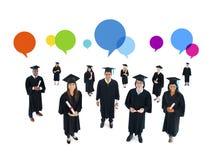 Grupo de estudiante Graduation con las burbujas del discurso Foto de archivo