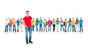 Grupo de estudiantes adolescentes aislados en blanco Fotos de archivo libres de regalías