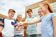 Grupo de estudiantes felices de la escuela primaria Imagen de archivo libre de regalías