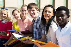 Grupo de estudiar de los estudiantes universitarios Imagen de archivo libre de regalías