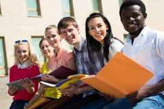 Grupo de estudo das estudantes universitário Fotos de Stock Royalty Free