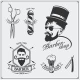 Grupo de etiquetas da barbearia do vintage, de crachás, de emblemas e de elementos do projeto Imagens de Stock Royalty Free