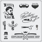 Grupo de etiquetas da barbearia do vintage, de crachás, de emblemas e de elementos do projeto Foto de Stock