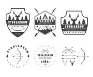 Grupo de etiquetas da caça do vintage, de logotipo, de crachás e de elementos do projeto Imagens de Stock