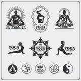 Grupo de etiquetas da ioga, de logotipos e de elementos do projeto para a ioga ou o estúdio da aptidão Imagens de Stock