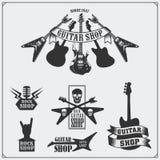 Grupo de etiquetas da loja da guitarra, de emblemas, de crachás e de ícones da música Imagem de Stock Royalty Free