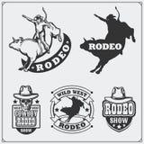 Grupo de etiquetas do rodeio do vintage, de crachás, de emblemas e de elementos projetados ilustração stock
