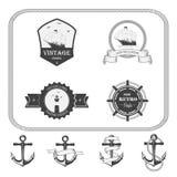Grupo de etiquetas do vintage, de ícones e de elementos náuticos do projeto Imagens de Stock Royalty Free