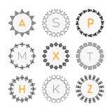 Grupo de etiquetas geométrico do teste padrão do círculo preto no fundo branco Fotografia de Stock