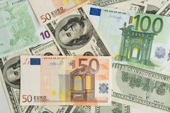 Grupo de euros y de dólares, cierre para arriba, mucho dinero imagenes de archivo