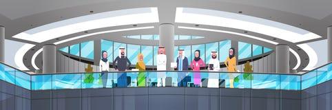 Grupo de executivos árabes na bandeira horizontal dos trabalhadores árabes modernos de And Businesswoman Employees do homem de ne ilustração do vetor