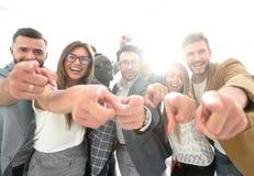 Grupo de executivos bem sucedidos que apontam em você Fotografia de Stock