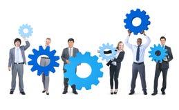 Grupo de executivos com engrenagens Imagens de Stock Royalty Free