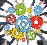 Grupo de executivos diversos com engrenagens Foto de Stock Royalty Free
