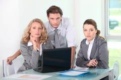 Grupo de executivos em uma reunião fotos de stock royalty free
