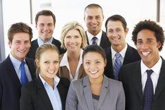 Grupo de executivos felizes e positivos Fotografia de Stock Royalty Free