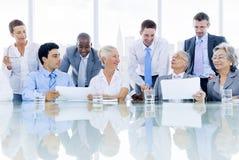 Grupo de executivos multi-étnico fotos de stock