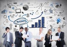 Grupo de executivos nas comunicações imagens de stock royalty free