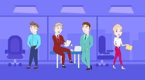 Grupo de executivos no escritório Team Meeting Brainstorming ilustração royalty free