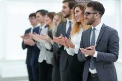 Grupo de executivos que aplaudem isolado Foto de Stock Royalty Free