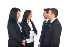 Grupo de executivos que têm a conversação foto de stock