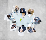 Grupo de executivos que têm uma reunião fotografia de stock royalty free