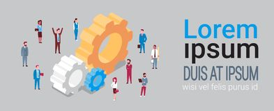Grupo de executivos sobre trabalhos de equipa isométricos e Team Brainstorming Concept da roda denteada ilustração stock