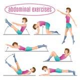 Grupo de exercícios Mulher que faz exercícios abdominais Fotografia de Stock