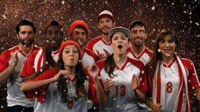 Grupo de fãs que cheering para sua equipe vídeos de arquivo