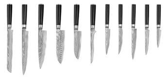 Grupo de facas de cozinha de aço japonesas Damasco, isolado no fundo branco com trajeto de grampeamento Faca do cozinheiro chefe Imagem de Stock