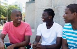 Grupo de falar imigrantes afro-americanos fotografia de stock