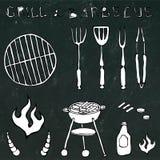 Grupo de ferramentas do assado: Forquilha do BBQ, tenazes de brasa, grade com carne, fogo, ketchup, chifres de Bull Em um quadro  ilustração do vetor