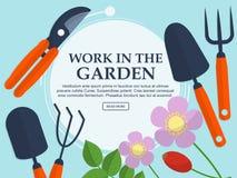 Grupo de ferramentas e de plantas de jardim em um fundo claro com lugar para seu texto Vetor Imagem de Stock Royalty Free