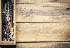 Grupo de ferramentas velhas do vintage do óxido brocas imagens de stock royalty free