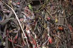 Grupo de fios e de cabos velhos do automóvel imagem de stock royalty free