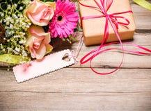 Grupo de flores com um Empty tag Imagem de Stock Royalty Free