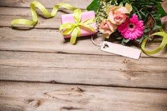 Grupo de flores com um Empty tag Fotografia de Stock Royalty Free