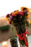Grupo de flores do verão e uma vela burrning no terraço Fotos de Stock Royalty Free