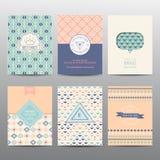 Grupo de folhetos e de cartões geométricos ilustração stock