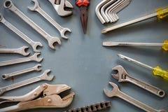 Grupo de fontes e de espaço das ferramentas no centro Fotos de Stock Royalty Free