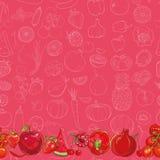 Grupo de frutas e legumes vermelhas no fundo vermelho claro Fotografia de Stock