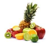 Grupo de frutas frescas sobre el fondo blanco Imagen de archivo libre de regalías