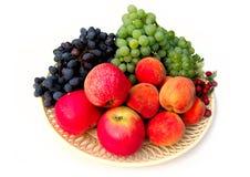 Grupo de frutos diferentes isolados no fundo branco Imagens de Stock