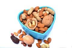 Grupo de frutos secos na bacia da forma do coração Imagem de Stock Royalty Free
