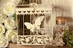 Grupo de gaiola e de pedras das flores como a decoração imagens de stock