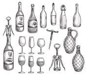 Grupo de garrafas de vinho, de vidros e de corkscrews Fotos de Stock Royalty Free