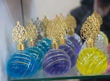 Grupo de garrafas transparentes pequenas vazias da cor Foto de Stock Royalty Free