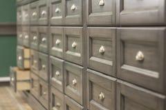 Grupo de gavetas de madeira com punhos do ferro foto de stock royalty free