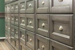 Grupo de gavetas de madeira com punhos do ferro fotos de stock royalty free