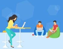 Grupo de gente creativa que usa smartphone, PC del ordenador portátil y de la tableta que se sienta en el piso stock de ilustración